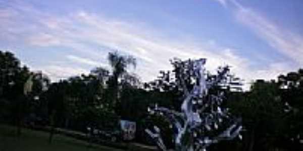 Escultura em �rvore em It�-SC-Foto:eltonestrada