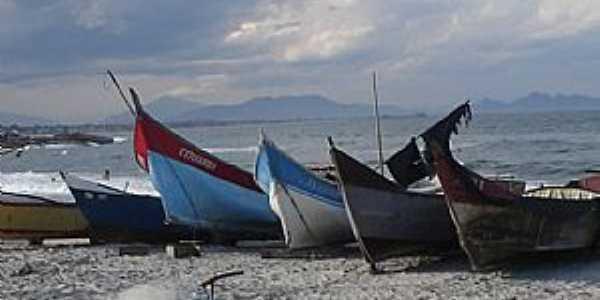 Itapoá-SC-Barcos na Praia-Foto:Fernando Tomelin