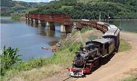 Joaçaba - Joaçaba-SC-Trem e Ponte Ferroviária sobre o Rio do Peixe-Foto:THIAGO DAMBROS