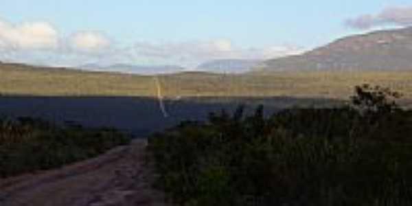Vista geral com a Serra do Bastião ao fundo em Mucugê-BA-Foto:Caio Graco Machado