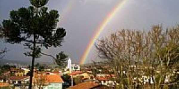 Arco-íris ao fim de tarde em Lebon Régis-SC-Foto:Cristyan Pierdoná