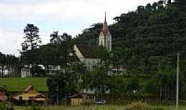 Massaranduba - Igreja e a mata em Massaranduba-SC-Foto:felpzs