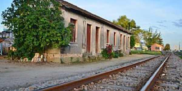 Morro da Fumaça-SC-Casas dos funcionários da Rede Ferroviária Federal, ao fundo a Estação-Foto:Carlos Alberto Alves