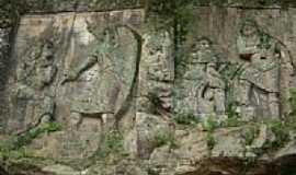 Orleans - Escultura na rocha-Foto:Alex Carniel