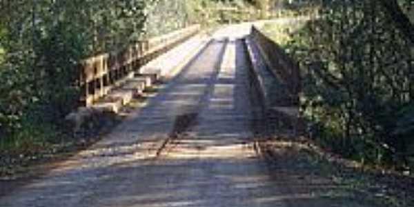 Ponte estreita-Foto:Auri Brandão