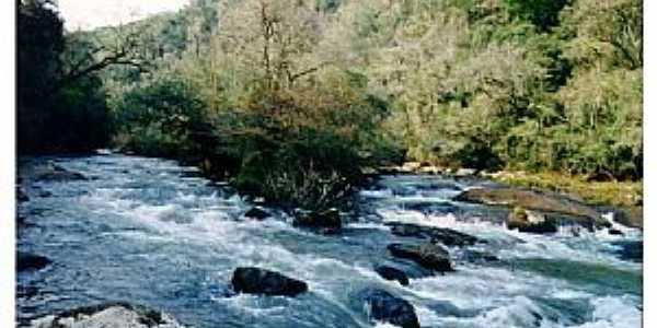 As quedas do Salto do Rio das Flores