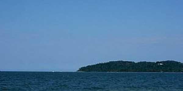 Piçarras-SC-Barquinho na praia-Foto:Rodrigo Melo