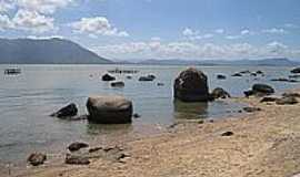 Ribeirão da Ilha - Pedras