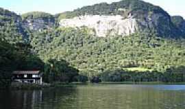 Rio Bonito - Paredão-Represa de Rio Bonito-Foto:Carlos C. Nasato