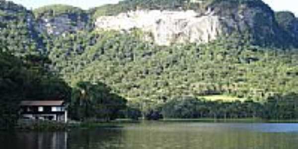 Paredão-Represa de Rio Bonito-Foto:Carlos C. Nasato