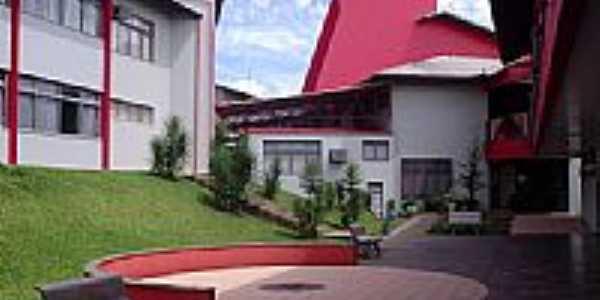 Pátio interno da UNOESC de São Miguel do Oeste-SC-Foto:THIAGO DAMBROS