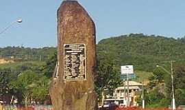 Siderópolis - Siderópolis-SC-Monumento de Pedra-Foto:www.sideropolis.sc.gov.br