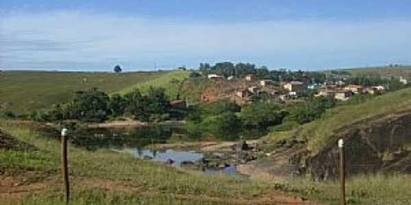 Nova Lídice-BA-Vista do Rio Alcobaça e o Povoado-Foto:Welte Brown