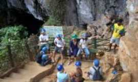Nova Reden��o - Entrada na gruta do Po�o Encantado, Por Adriana Farias Rosa