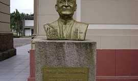 Urussanga - Urussanga-SC-Busto em Homenagem ao Pe.Agenor-Foto:José Carminatti