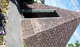 Vargem Bonita - Pirâmide de pedra em Vargem Bonita-SC-Foto:THIAGO DAMBROS
