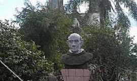 Xaxim - Busto de Frei Bruno na Praça da Matriz em Xaxim-SC-Foto:giggio