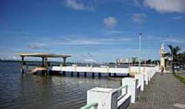 Aracaju - Ponte do Imperador e atracadouro sobre o Rio Sergipe em Aracajú-SE-Foto:Adson Lins Intercess…