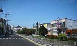 Est�ncia - Est�ncia-SE-Monumento na pra�a da Rua Capit�o Salom�o-Foto:CARLOS AUGUSTO SIQUE�