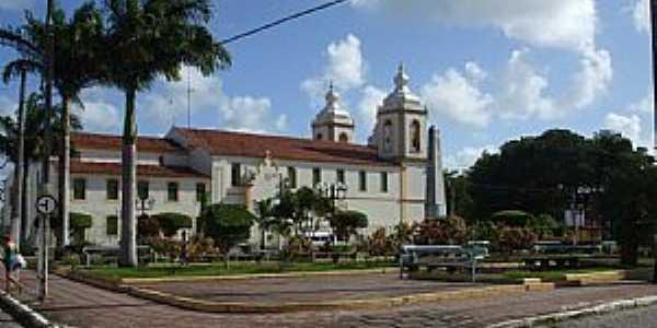 Estância-SE-Praça e vista lateral da Catedral de N.Sra.de Guadalupe-Foto:Madson Cléber