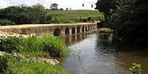 Ponte rústica sobre o Rio Jacarecica na estrada do Zanguê em Itabaiana-SE-Foto:Almeida Bispo
