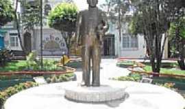 Lagarto - Estátua de Silvio Romero na Praça-Foto:Hermon Anchieta
