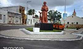 Macambira - Imagem de São Francisco de Assis na praça da Igreja-Foto:Sergio Falcetti