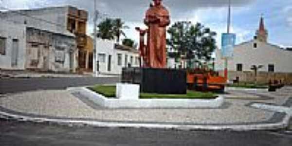 Imagem de São Francisco de Assis na praça da Igreja-Foto:Sergio Falcetti
