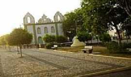Pedra Mole - Pra�a Jo�o Lucas de Oliveira e Igreja-Foto:dlandahl