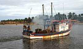 Pirambu - Barco de pesca em Pirambu-SE-Foto:marcos brava