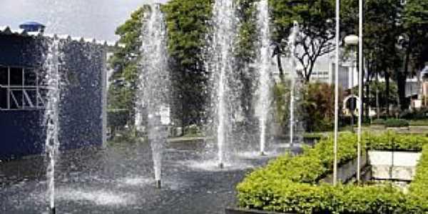 Adamantina-SP-Fonte na praça central-Foto:LPSLPS