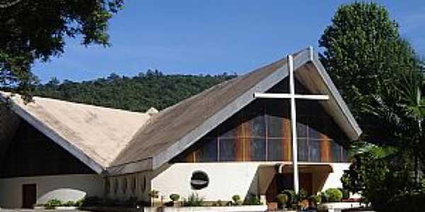 Águas de Lindóia-SP-Entrada da Igreja de Cristo Rei-Foto:www.mapio.cz