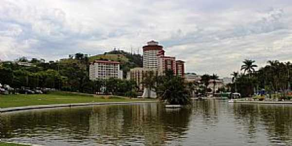 Águas de Lindóia-SP-O Lago e parcial da cidade -Foto:gordiando.com.br
