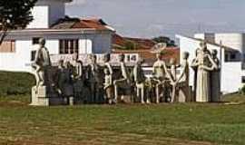 Altinópolis - Praça das Esculturas-Foto:Aline Patrícia