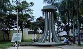 Amparo - Monumento aos Expedicion�rios na Pra�a P�dua Salles em Amparo-Foto:Roberta Soriano