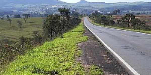 Adolfo-SP-Vista do Morro do cuscuzeiro à partir da Rodovia-Foto:MARCO AURÉLIO ESPARZA