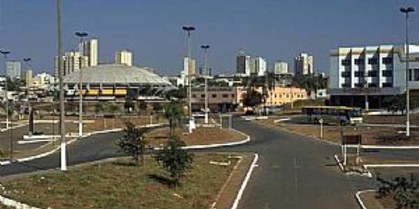 Anápolis-GO-Ginásio de Esportes na entrada da cidade-Foto:mochileiro.tur.br