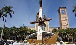 Aparecida - Aparecida-SP-Monumento aos Tr�s Pescadores-Foto:Pe. Edinisio Pereira�