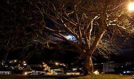 Apiaí - Apiaí-SP-Linda imagem noturna da cidade-Foto:Pedro Henrique Slompo