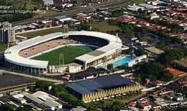 Araraquara - Estadio Dr. Adhemar de Barros e Ginásio de Esporte Castelo Branco (Gigantão). Foto de André Amaral