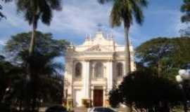 Araras - A igreja Matriz da cidade de Araras, SP, Por Roberto GASPARINNI