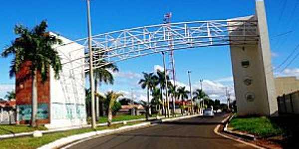 B�lsamo-SP-P�rtico de entrada-Foto:www.asmilcamisas.com.br