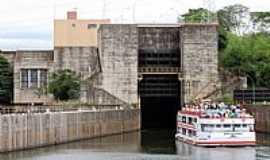 Barra Bonita - Barra Bonita-SP-Barco entrando na Eclusa-Foto:viajeaqui.abril.