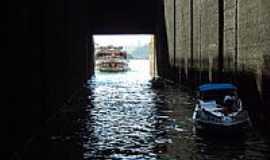 Barra Bonita - Barra Bonita-SP-Barco entrando na Eclusa-Foto:Vanusa Soares da Silva