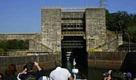 Barra Bonita - Barra Bonita-SP-Entrando na Eclusa subindo o rio-Foto:Gerson - Brazil