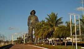 Barretos - Monumento em homenagem ao Pe�o de Barretos-SP-Foto:guarulhos.olx.