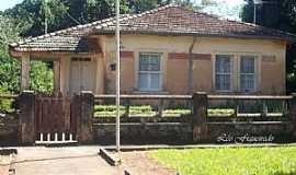 Batatais - Batatais-SP-Antiga resid�ncia do Chefe da Esta��o-Foto:Leonardo Figueiredo