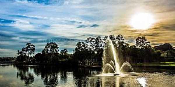 Lago Artificial e seu Chafariz na Cidade Coração. Foto Cristiane Pavan