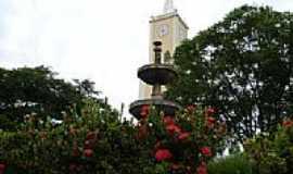 Bilac - Igreja Matriz e Jardim da Pra�a de N.S.da Concei��o-Foto:Marcelo Szk