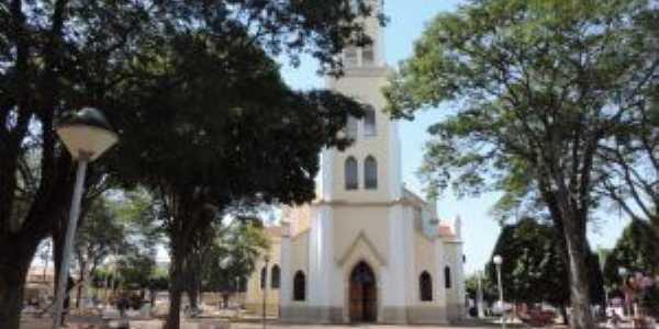 Igreja Matriz vista de frontal, Por Eug�nio leandro Moim�s de Brito
